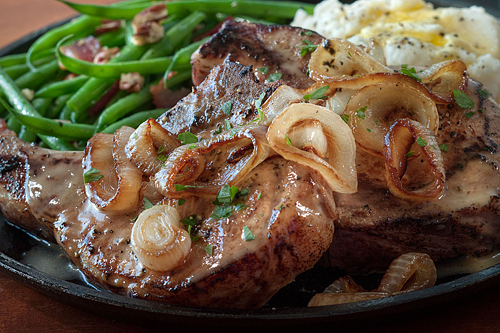 smothered-pork-chops--thumb